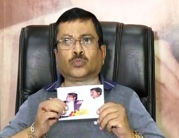Lulu shows pic of Sanjay with chit fund accused