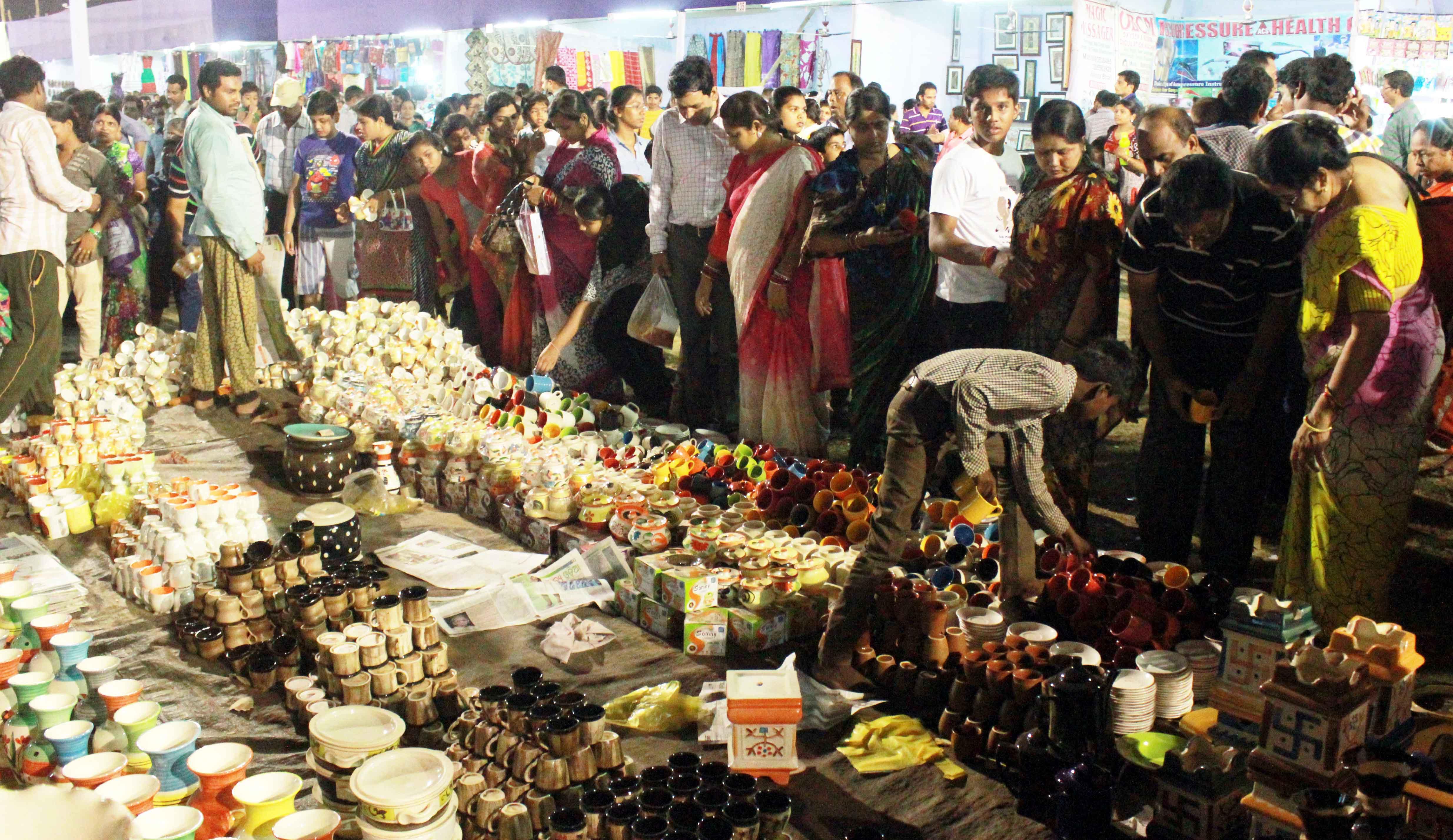 bayisakhi banijyamela mela ra dutiya dinare bhida (6)