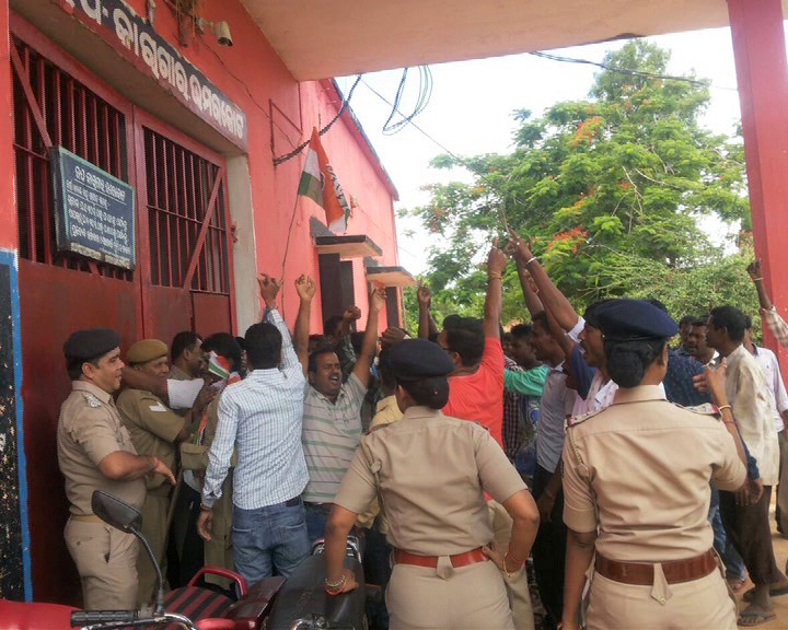Majhi supporters attempt to barge in into jail