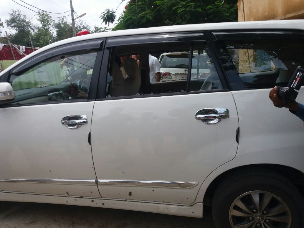 santosh gangwar car attacked