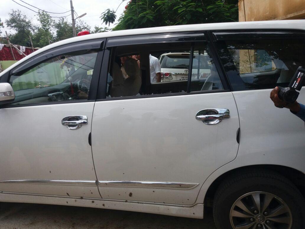 santosh gangwar car attacked