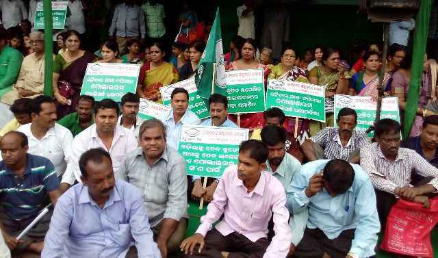 bjd-polavaram-dharna-in-front-of-raj-bhawan