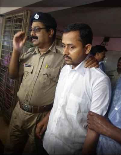 fake-ips-officer-arrested