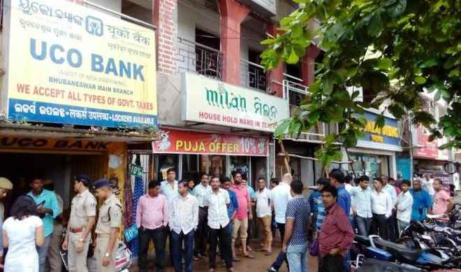 Miscreants loot Rs 13 lakh, gold ornaments from bank in ...