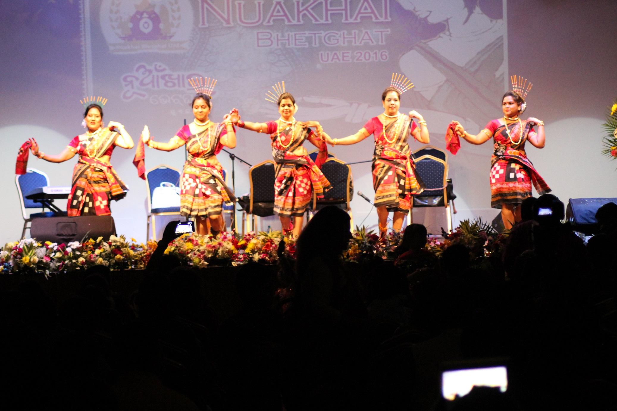 sambalpuri-ladies-group-dance