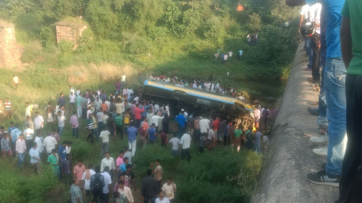 tukuda-bus-accident-1