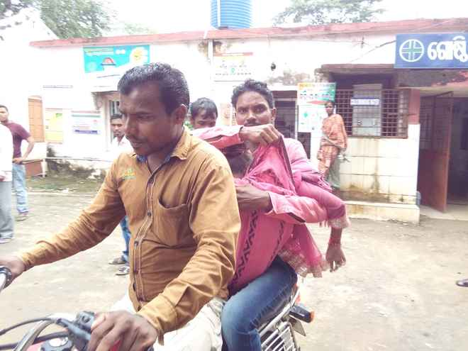 koksara-man-carries-daughters-body-on-bike