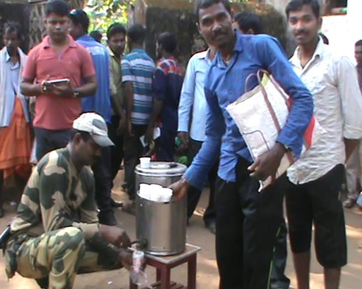 bsf-jawans-serving-tea
