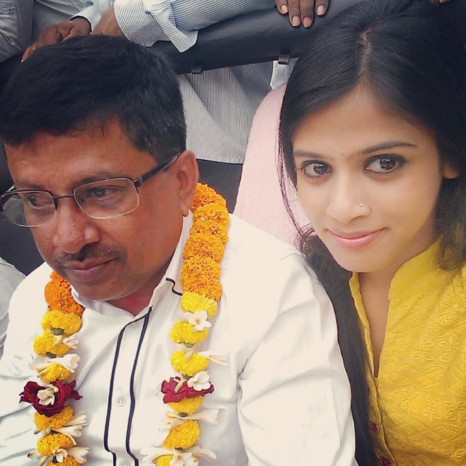 lulu-campaigning-with-daughter
