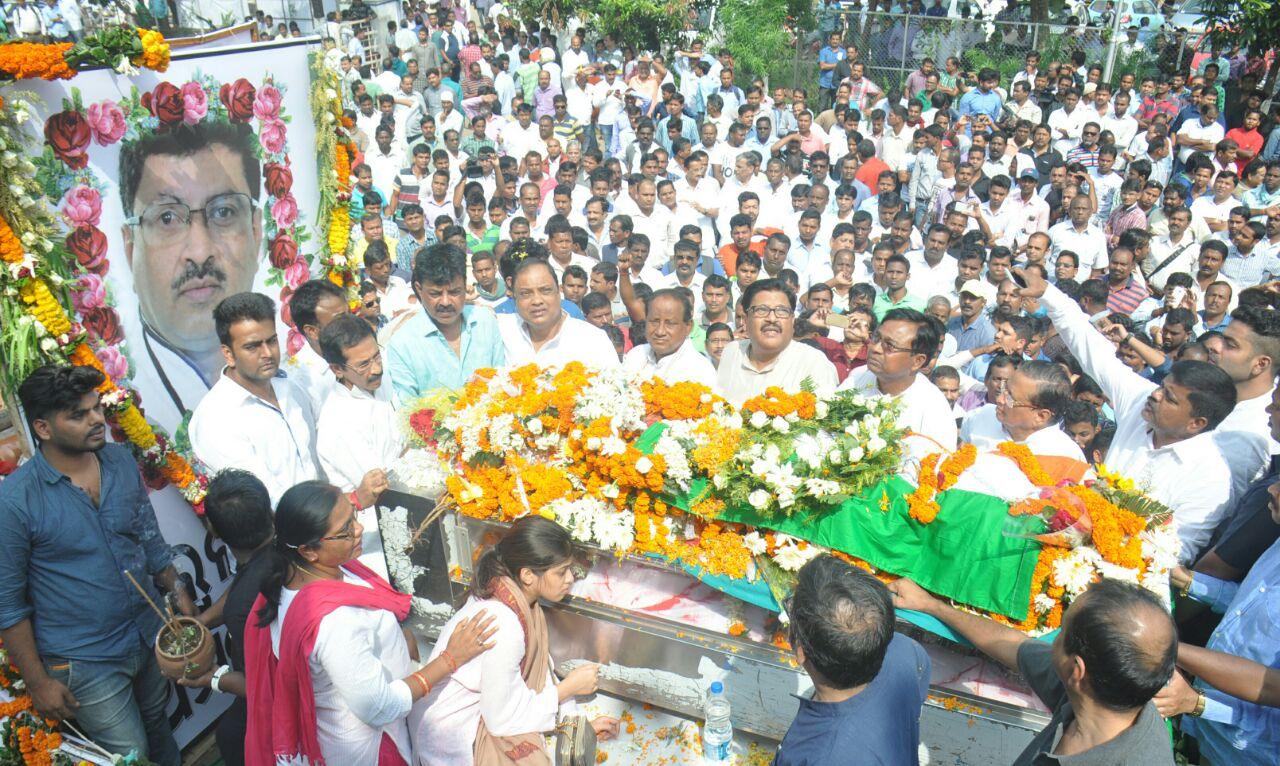 lulu-funeral-procession