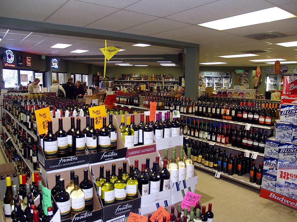 liquor_store_in_breckenridge_colorado_wikimedia