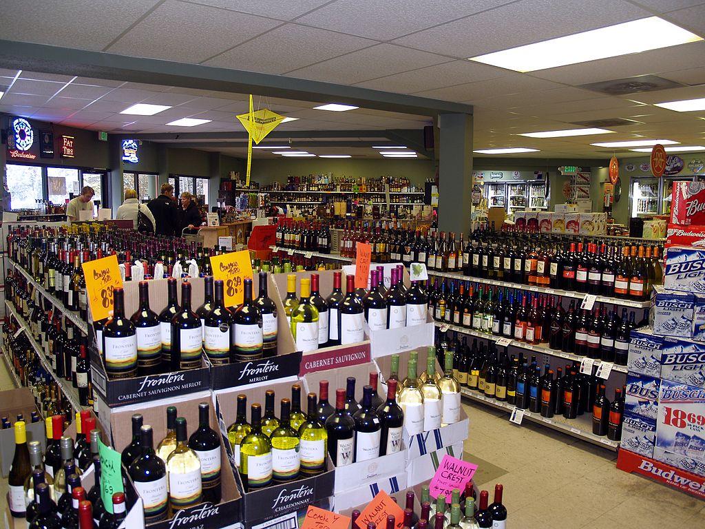 liquor_store_in_breckenridge_colorado_wikimedia