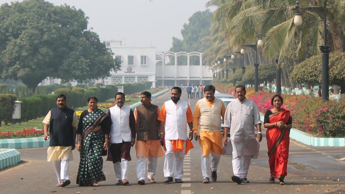 odisha-bjp-delegates-at-governors-house1