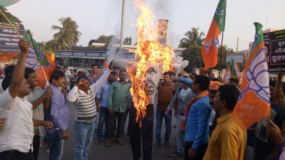 bjp-mayor-effigy-burning