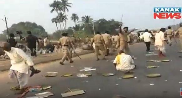police-lathi-charge-farmers