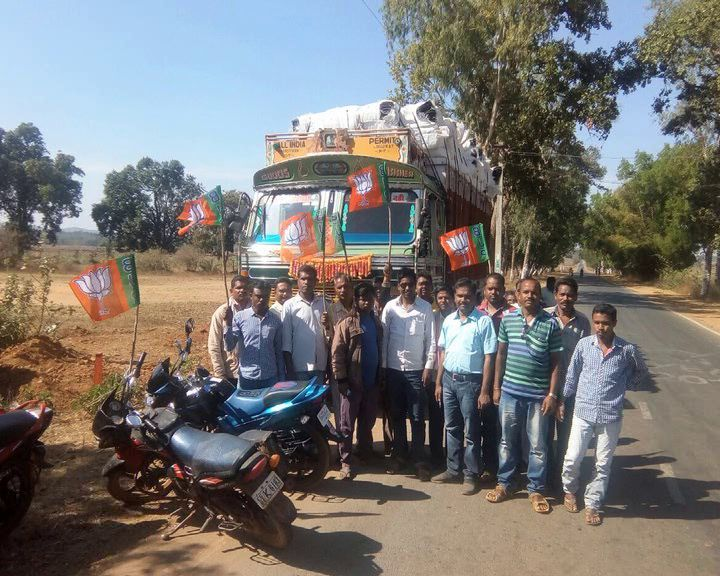 Blanket truck stopped by BJP workers