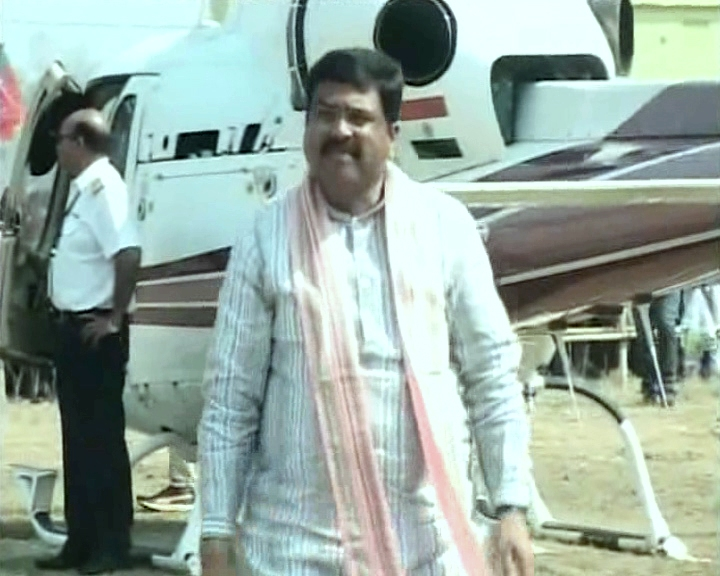 Dharmendra_helicopter