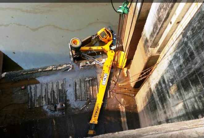 crane overturns