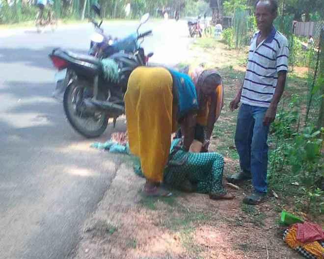 khandapada-roadside-delivery