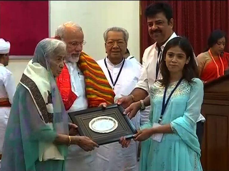 Modi-felicitation@Odisha