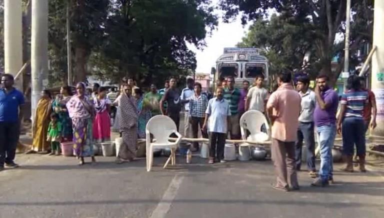 road-block-kandhamal