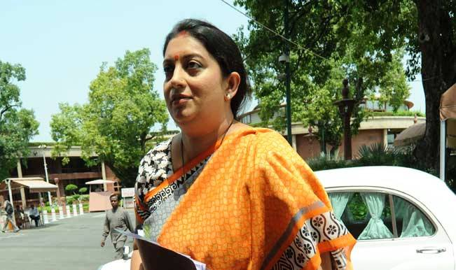 Drunk Delhi University students pursue Smriti Irani's auto, held