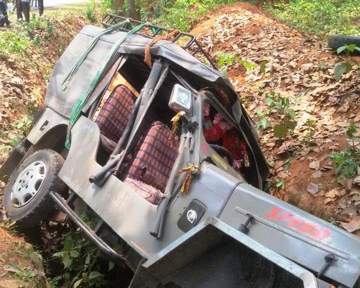 jeep overturns
