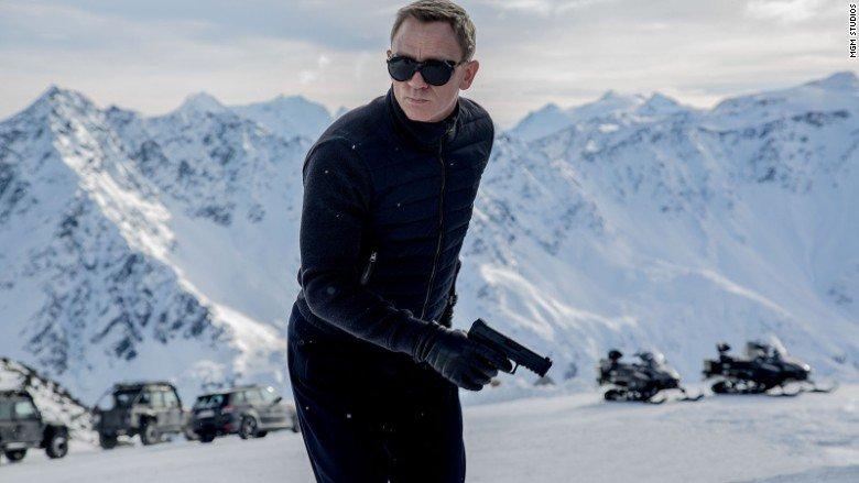 Daniel Craig Still Refuses to Commit to James Bond 25