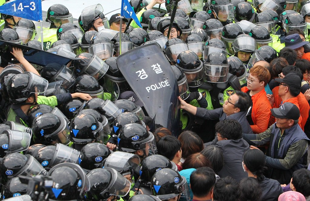 Clashes at protests in South Korea injure dozens