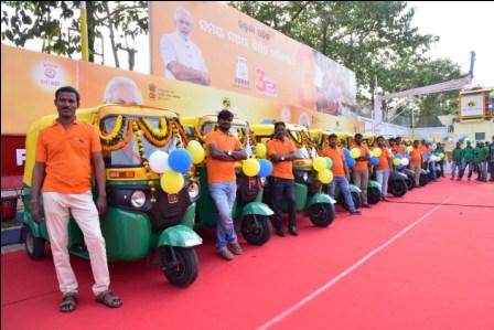 Dharmendra Pradhan inaugurates first 2 CNG stations in Odisha