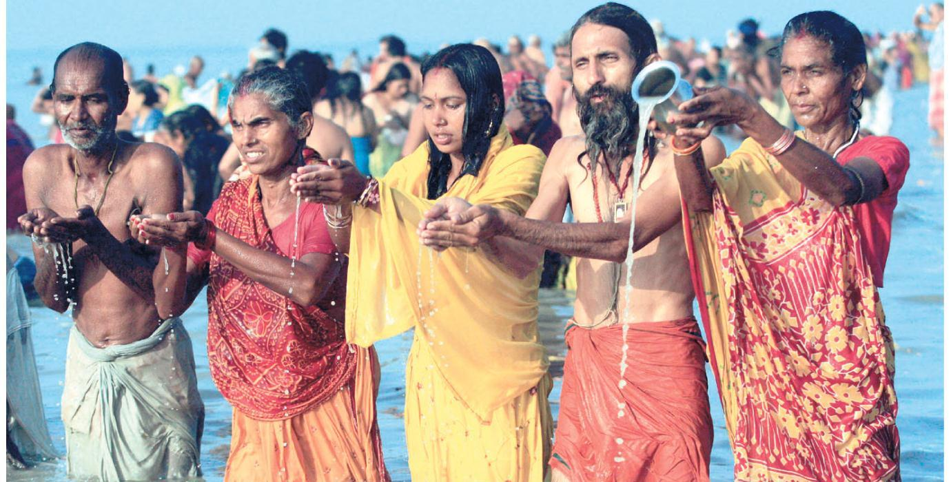 20 lakh devotees take holy dip on Makar Sankranti at Gangasagar