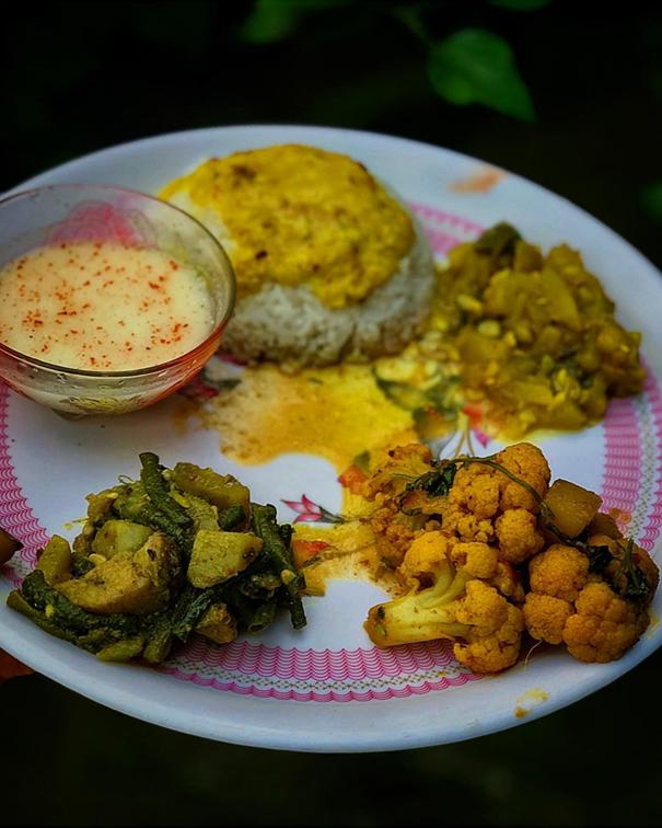 Manabasa gurubara lunch spread