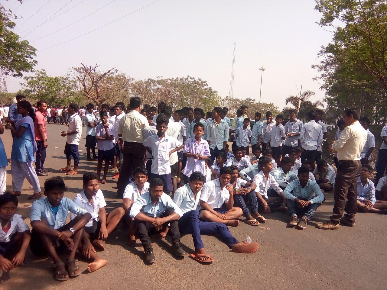 CISF jawans beat studenta