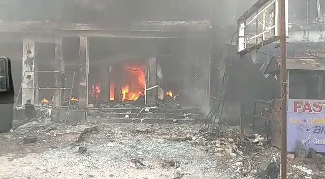 Major fire breaks out in garment showroom in Odisha's Cuttack