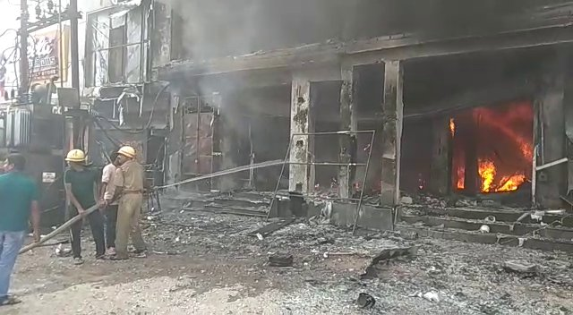Cuttack: Massive Fire Breaks Out in Garment Showroom, no Casualties Reported