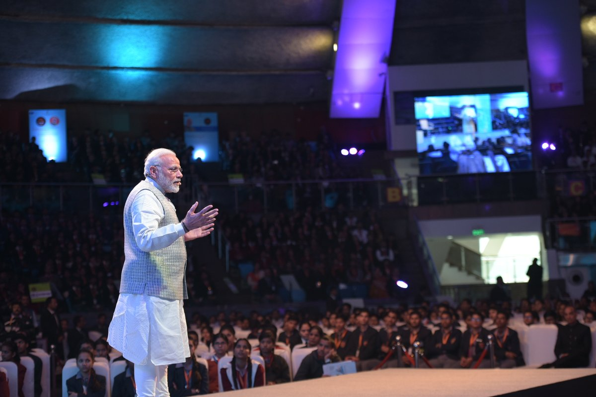 modi with students