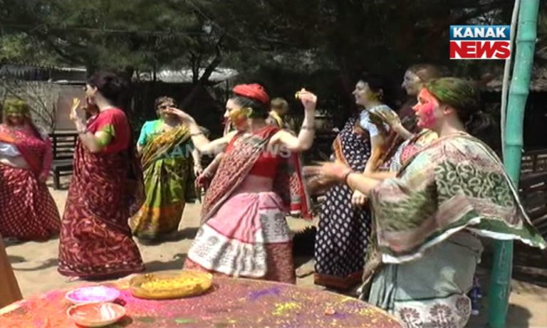 foreign-nationals-holi