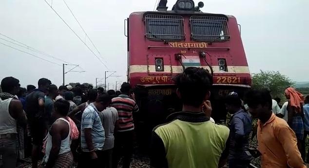 Close shave for passengers as Ernakulam-Howrah Antyodaya Express hits JCB machine