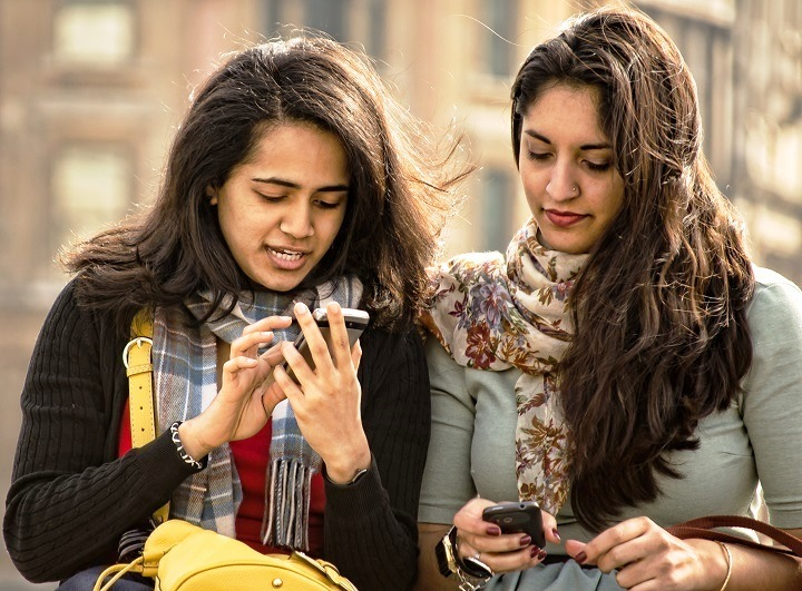 smartphone-user-india