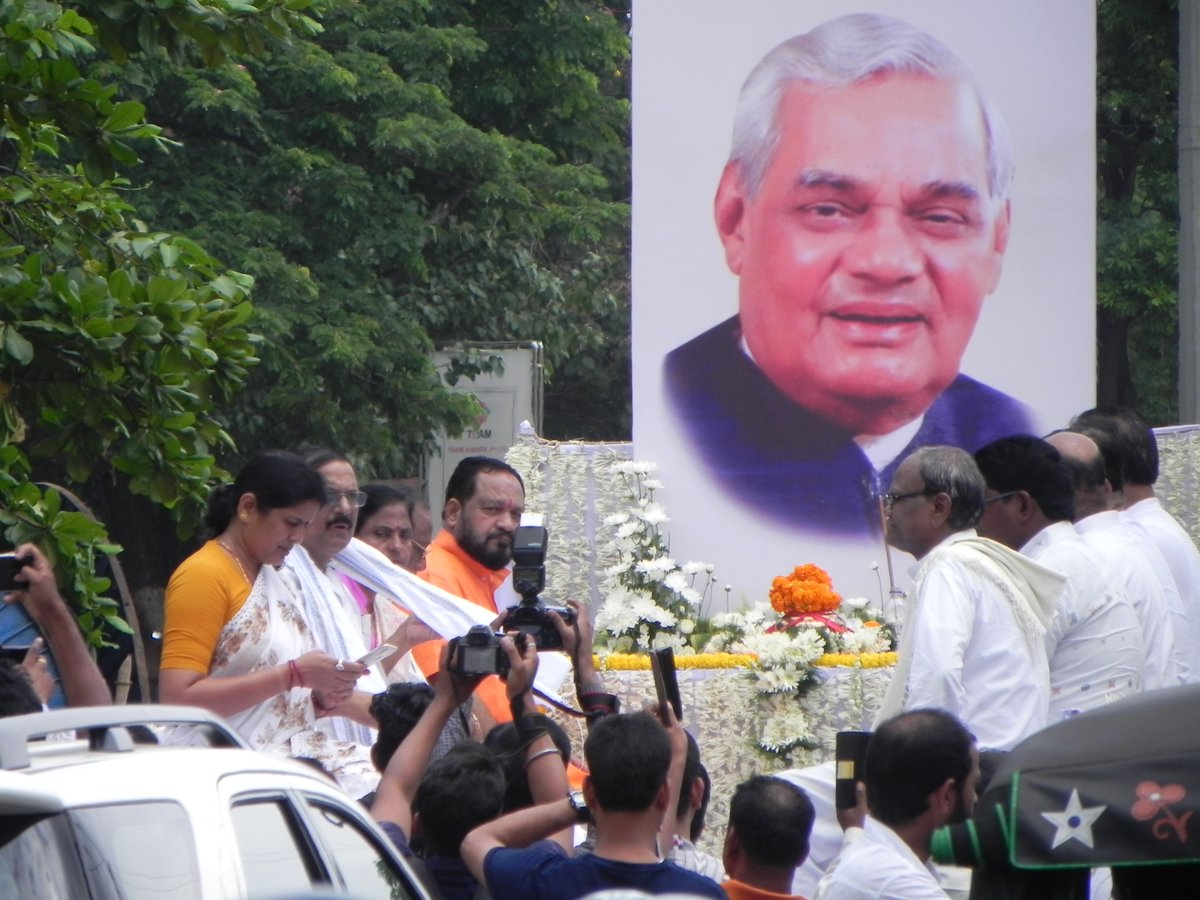 vajpayee-ashes-procession