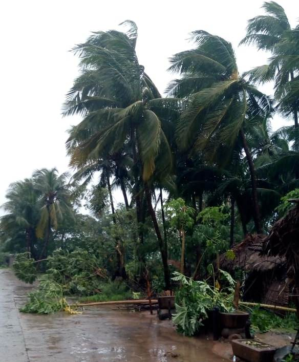 Three people die as cyclone Titli hits Odisha coast