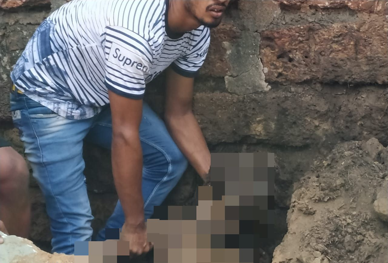 wall collapse_censored