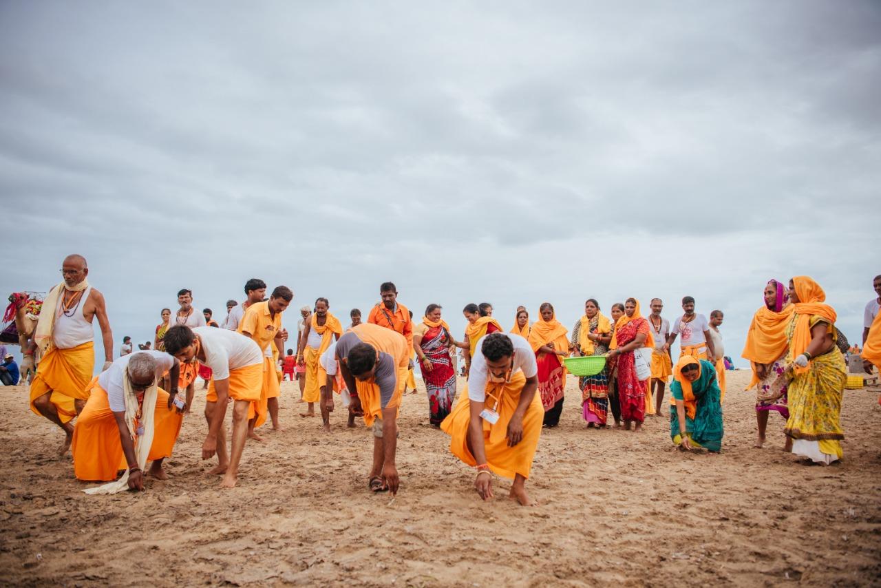 Beach cleaners2