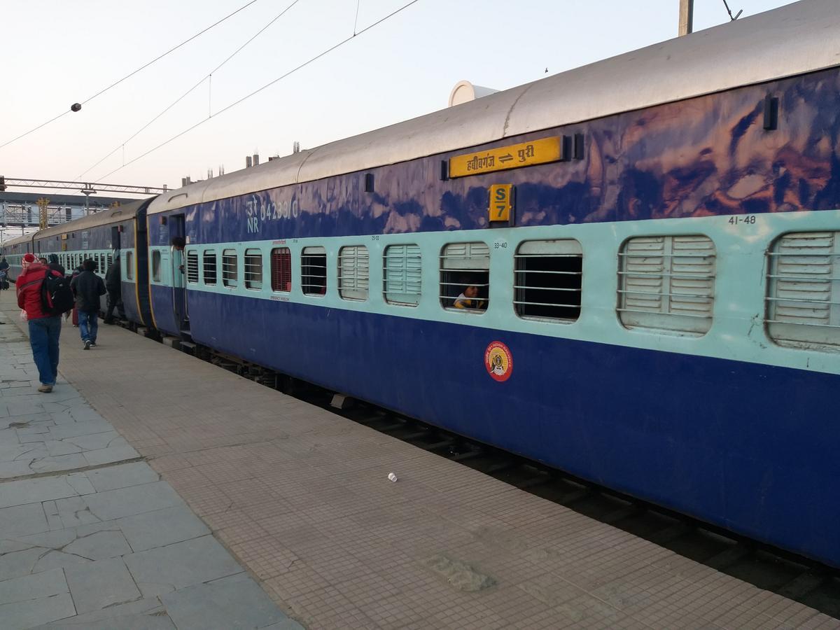 habibganj-puri special train