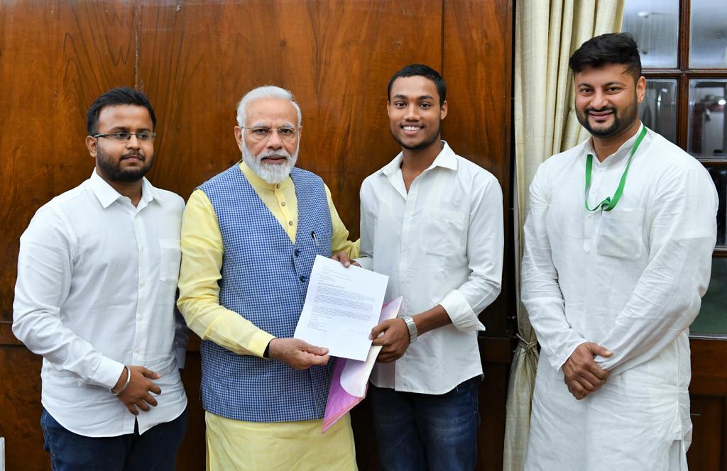 odisha students meet PM