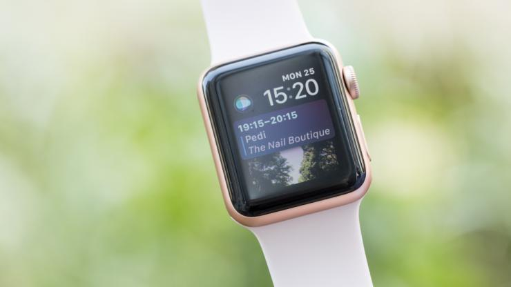 Apple warns of cracked watch screens