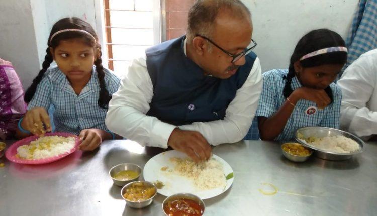 Minister served chicken