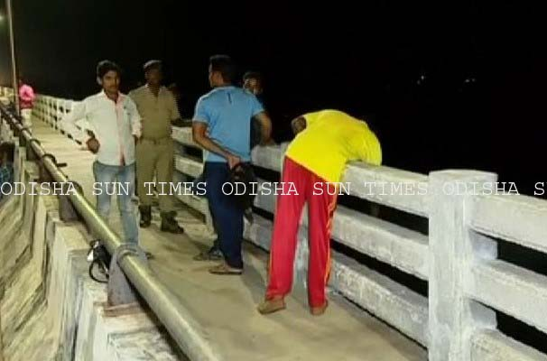 youth jumps from trisulia bridge copy