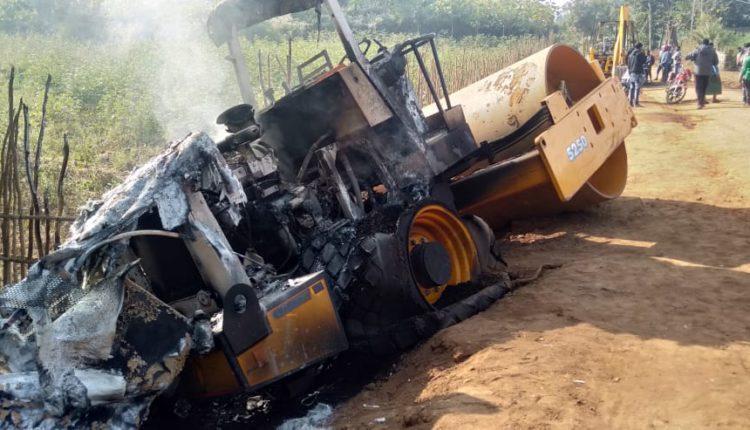 Maoists set vehicles on fire