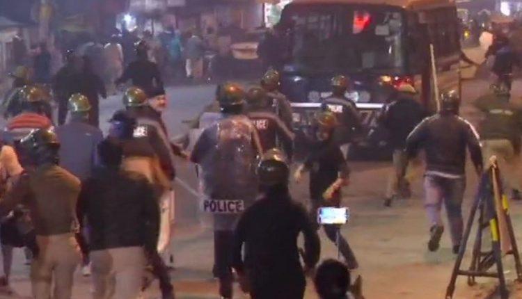 Jadavpur-police-lathicharge